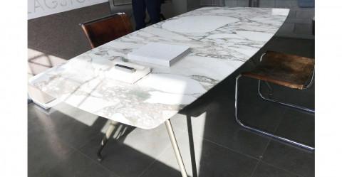 Tisch Manta